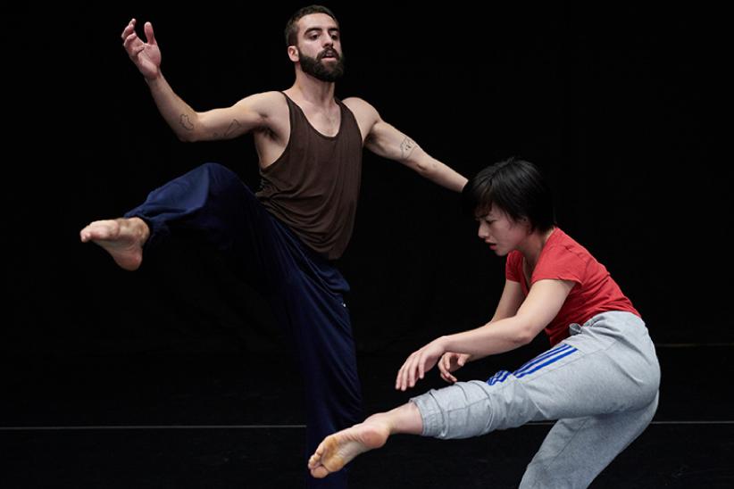 Practice avec les danseurs du CCNR/Yuval Pick ©Sébastien Erôme