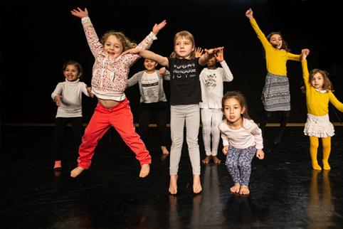 Sauterelle - atelier de danse pour les enfants CCNR/Yuval Pick © DR